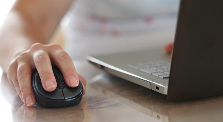 Nueva aplicación permite a becarios CONICYT obtener certificados en línea