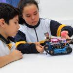 Estudiantes adquieren conocimientos de robótica y energías renovables