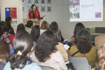 CONICYT presenta resultados de estudios sobre participación femenina en investigación en áreas STEM