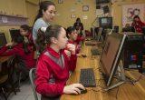 Niñas y niños aprenden programación en dos talleres impulsados por CONICYT