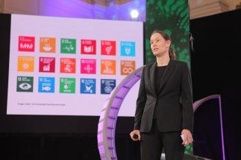 """Juliane Mossinger, editora de revista Nature: """"Comunicamos a los científicos entre sí al mismo tiempo que revelamos a la comunidad sus hallazgos"""""""